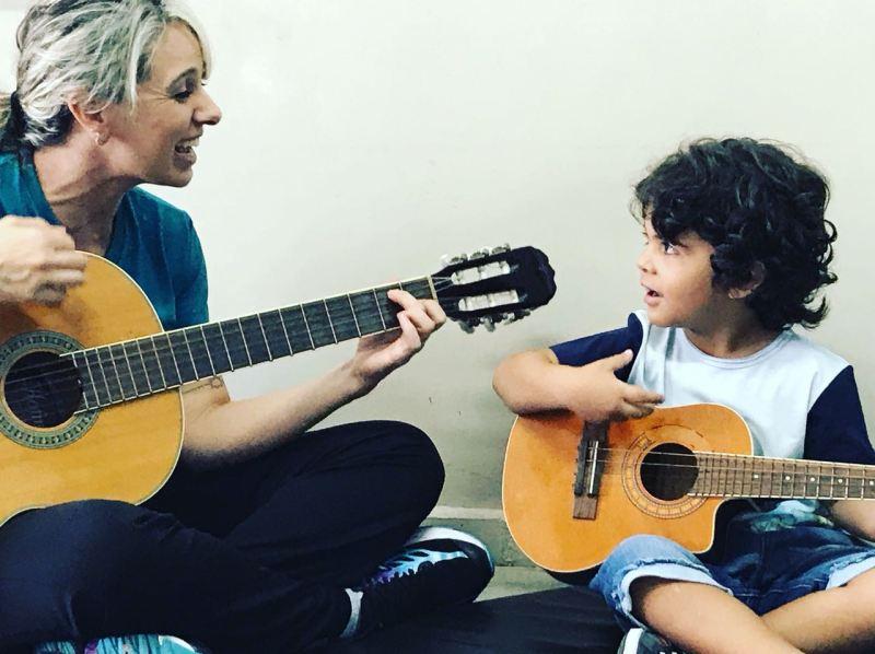 aula violão infantil